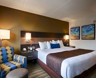 one-queen-bed-room